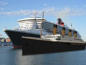TITANIC 2 comparing with Queen Mary 2 ( Photoshop )